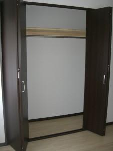 トーア辰巳マンション 洋室(約6帖)クローゼット