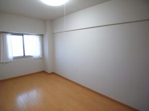 ニュー井の頭マンション 洋室(約5.6帖)