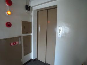 中野ハイネスコーポ エレベーター