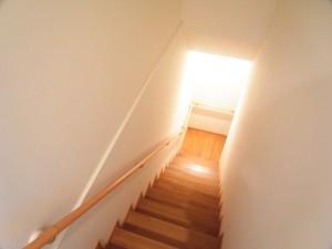 ウィンドシティ中野 階段